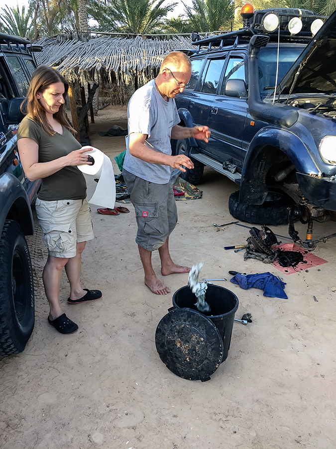 Changing the CV-joint in Camping Desert Club at Douz